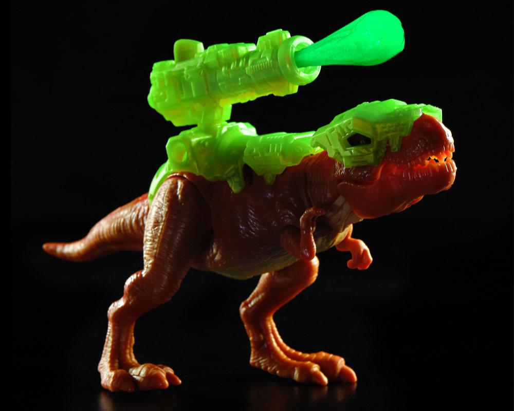 Niespodzianek 5! Dino Strike – świecące w ciemności - 5-surprise-dino-strike-gid-bez-opak-gid-ep04062