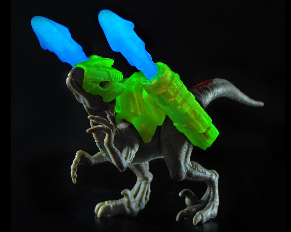 Niespodzianek 5! Dino Strike – świecące w ciemności - 5-surprise-dino-strike-gid-bez-opak-gid2-ep04062